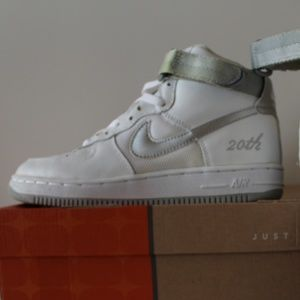 New (discolored strap) Nike Air Force 1 High L/M